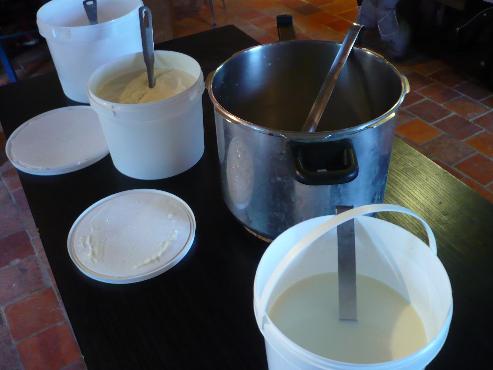 Lait et fromage blanc fermier © UNAT Centre