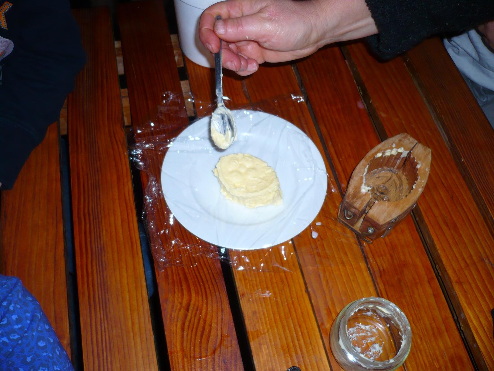 Et on obtient une motte de beurre fait maison © UNAT Centre