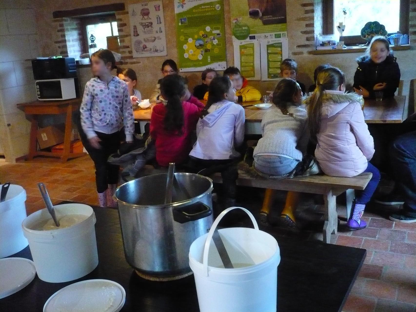 Les enfants se régalent © UNAT Centre
