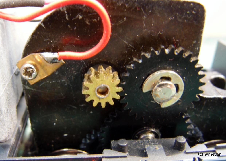 Alles passt, alte Motorbefestigung wird zur Stromabnahme genutzt