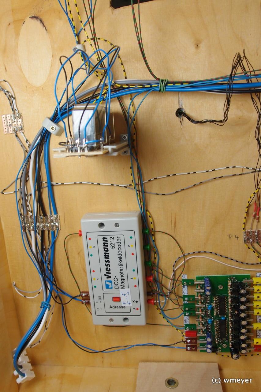 Magnetartikeldecoder, Signalsteuerbausteine und Relais zur Umschaltung