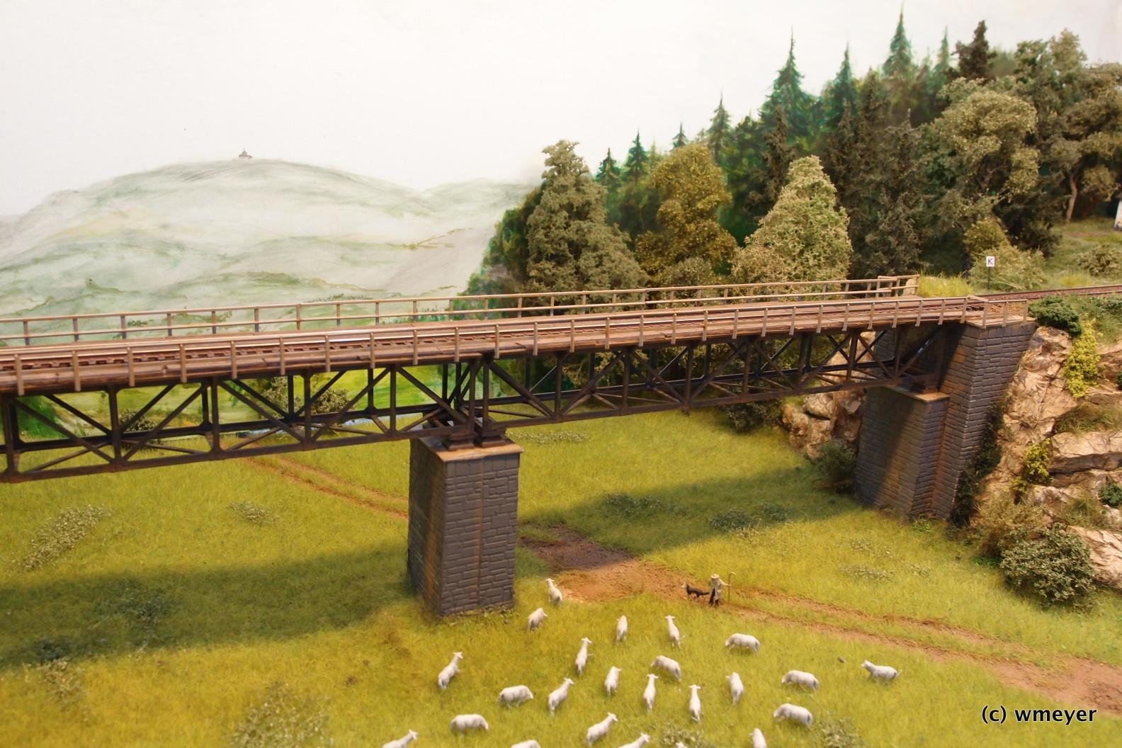 Eisenbahnbrücke in TT