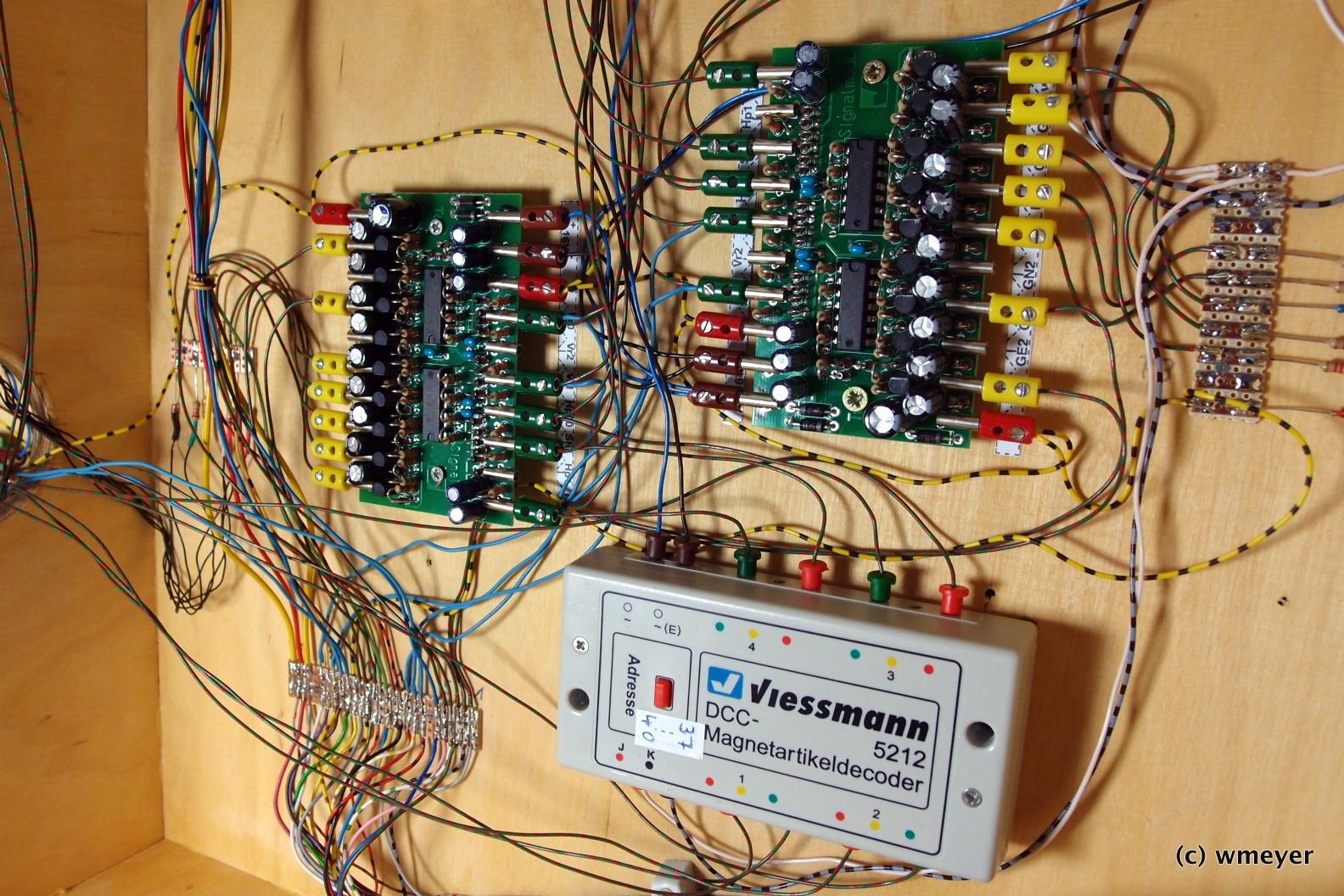 Magnetartikeldecoder, Signalsteuerbausteine und jede Menge Kabel