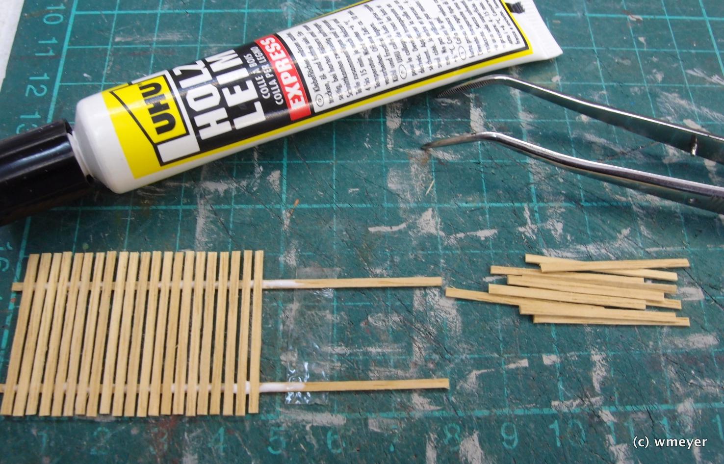 Der einfache Furnierholzzaun