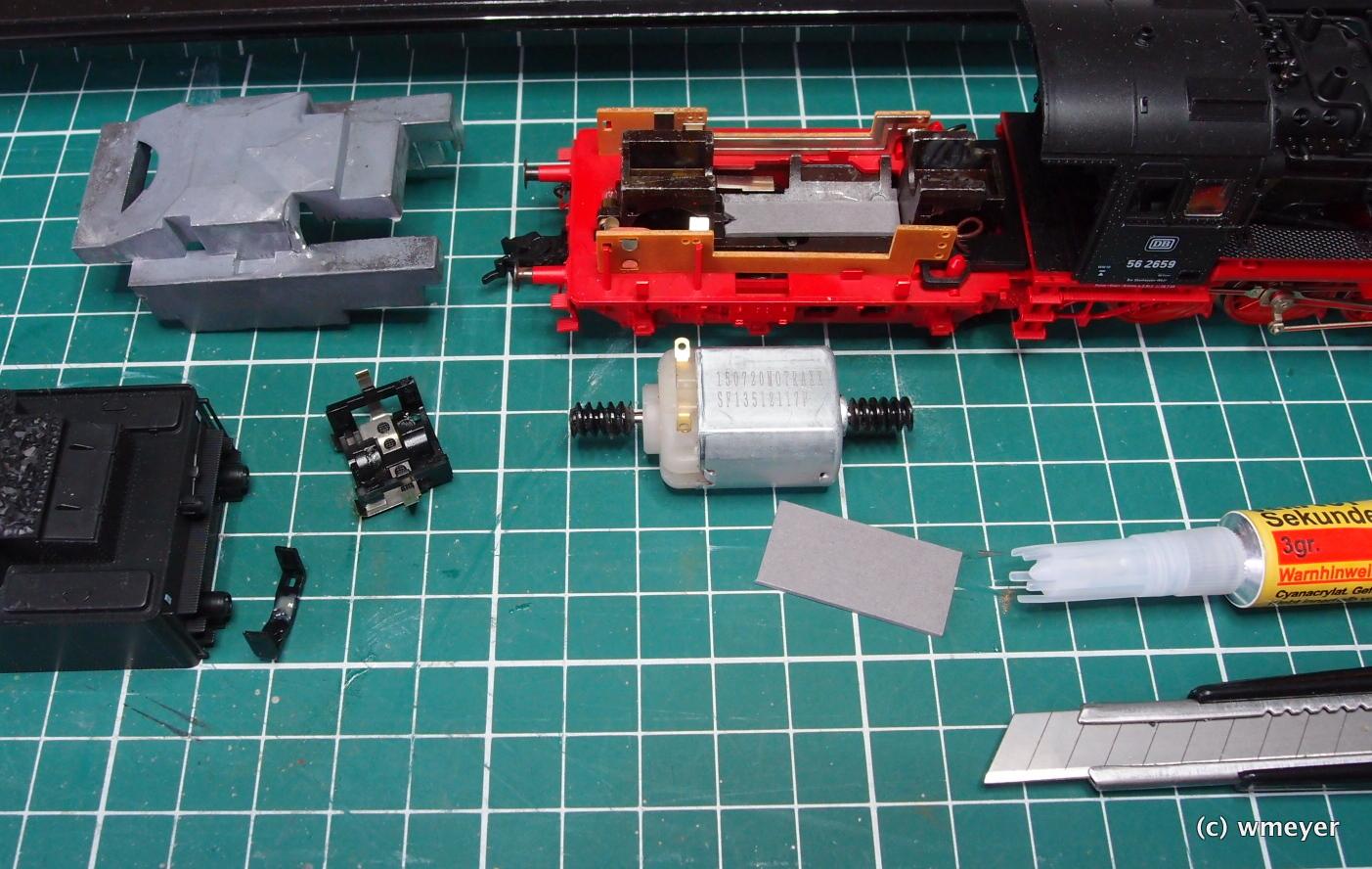 Neuer Motor und Karton zum Auffülen liegen bereit