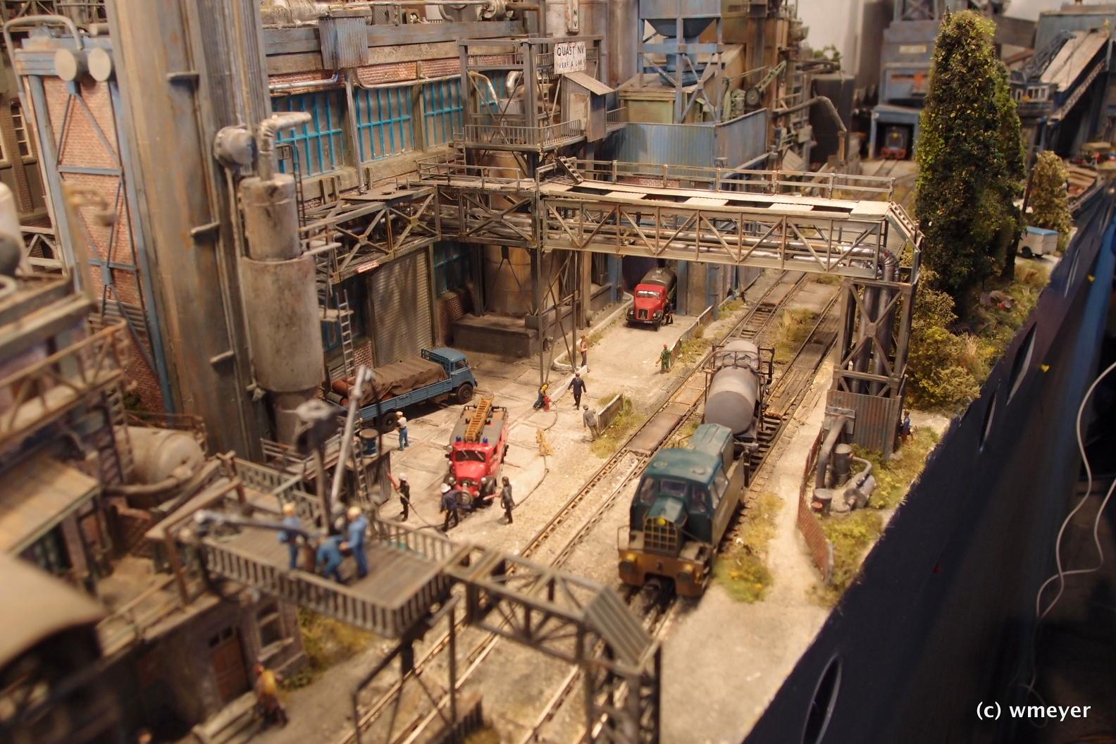 Industrieanlage mit vielen Details von Henk Wust in h0