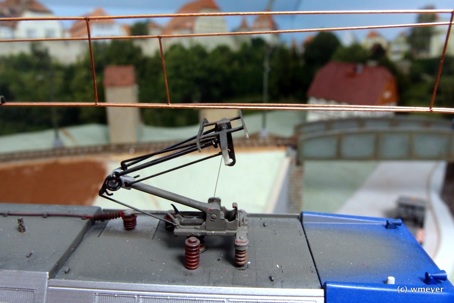 Das Schleifstück des Pantographen muss noch nachjustiert werden
