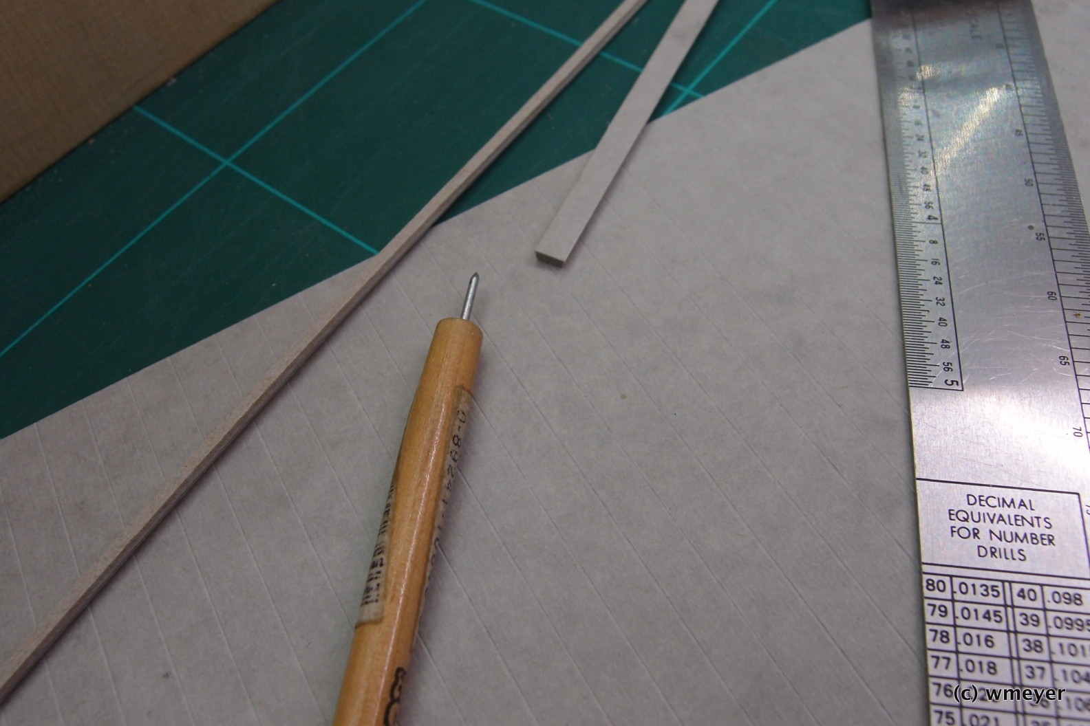 Kabelkanäle mit geprägtem Karton