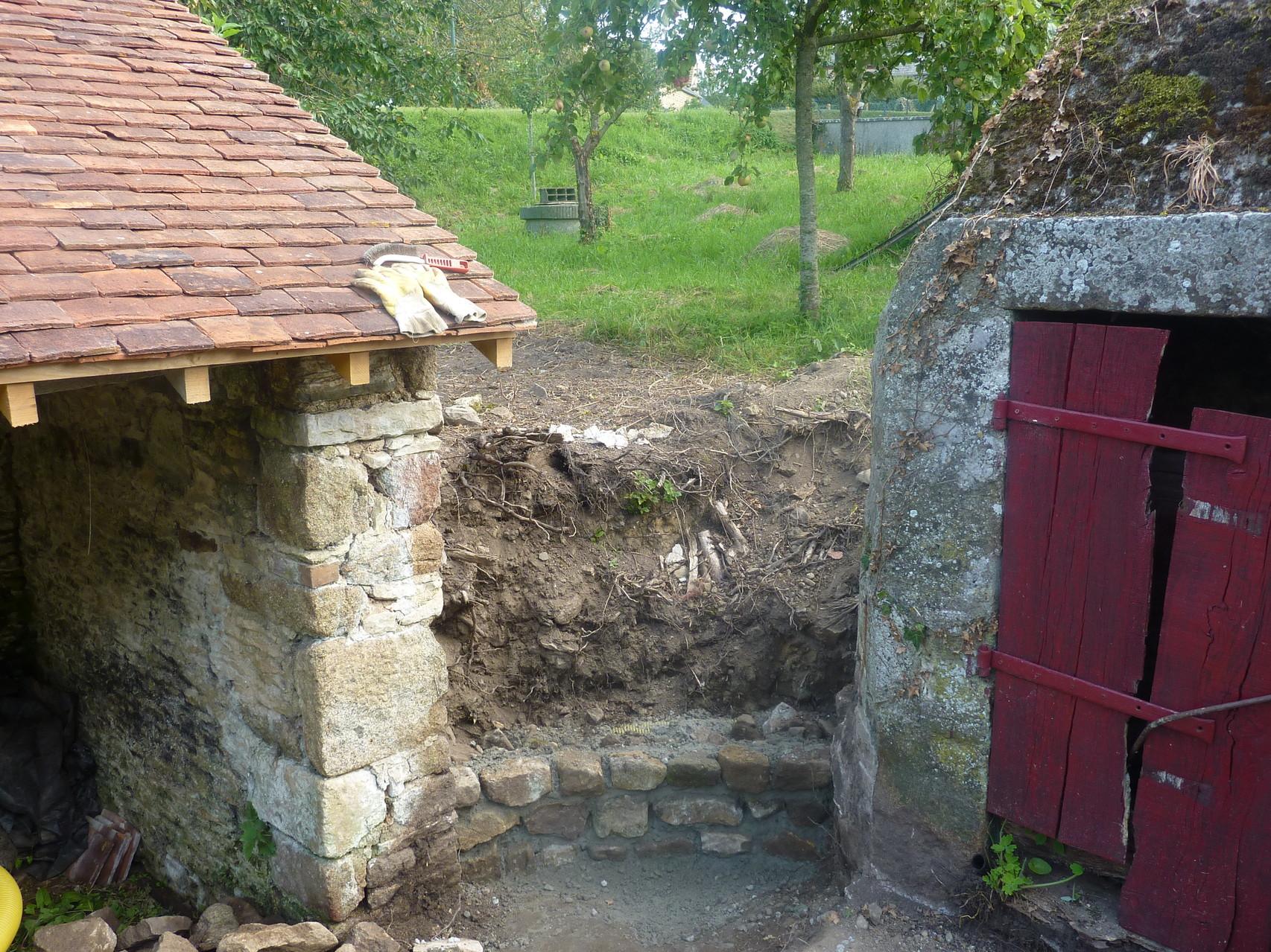 Un muret va être construit entre le lavoir et le puits.