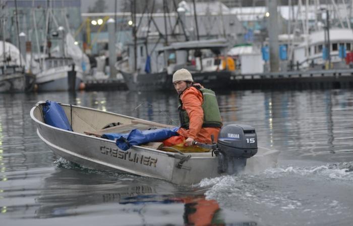 自分の船ジェンナ号で出発する ピーター・ウィリアムス 写真:James Poulson