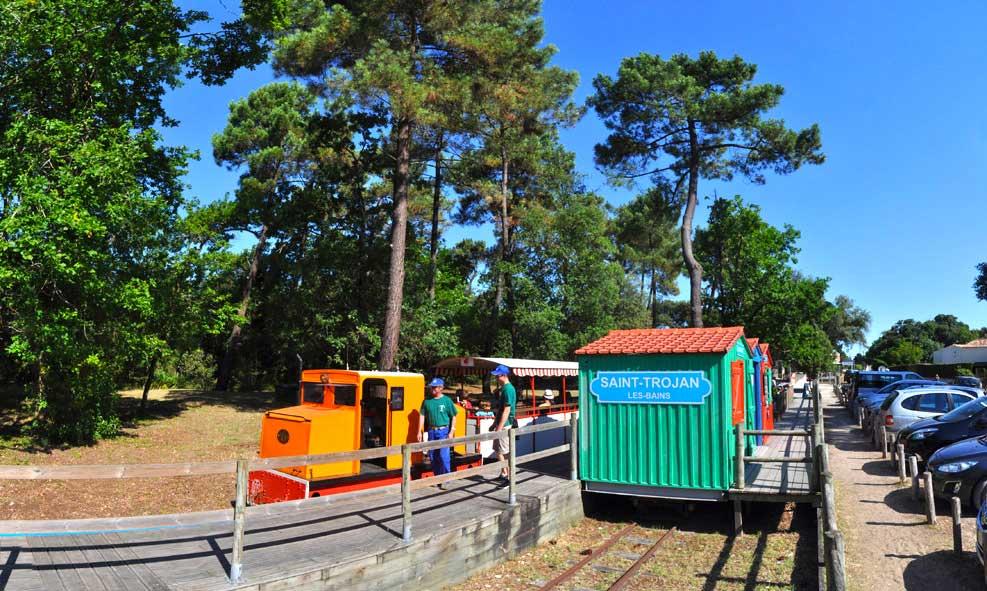 Gare du petit train 0,600 m - Voiture 3 minutes - A pied 7 minutes