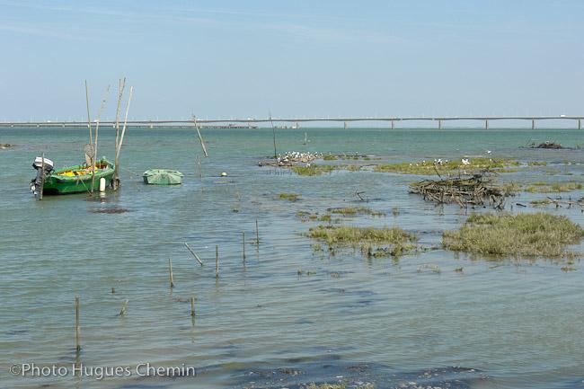 Sortie du port vers le pont de l'île d'Oléron