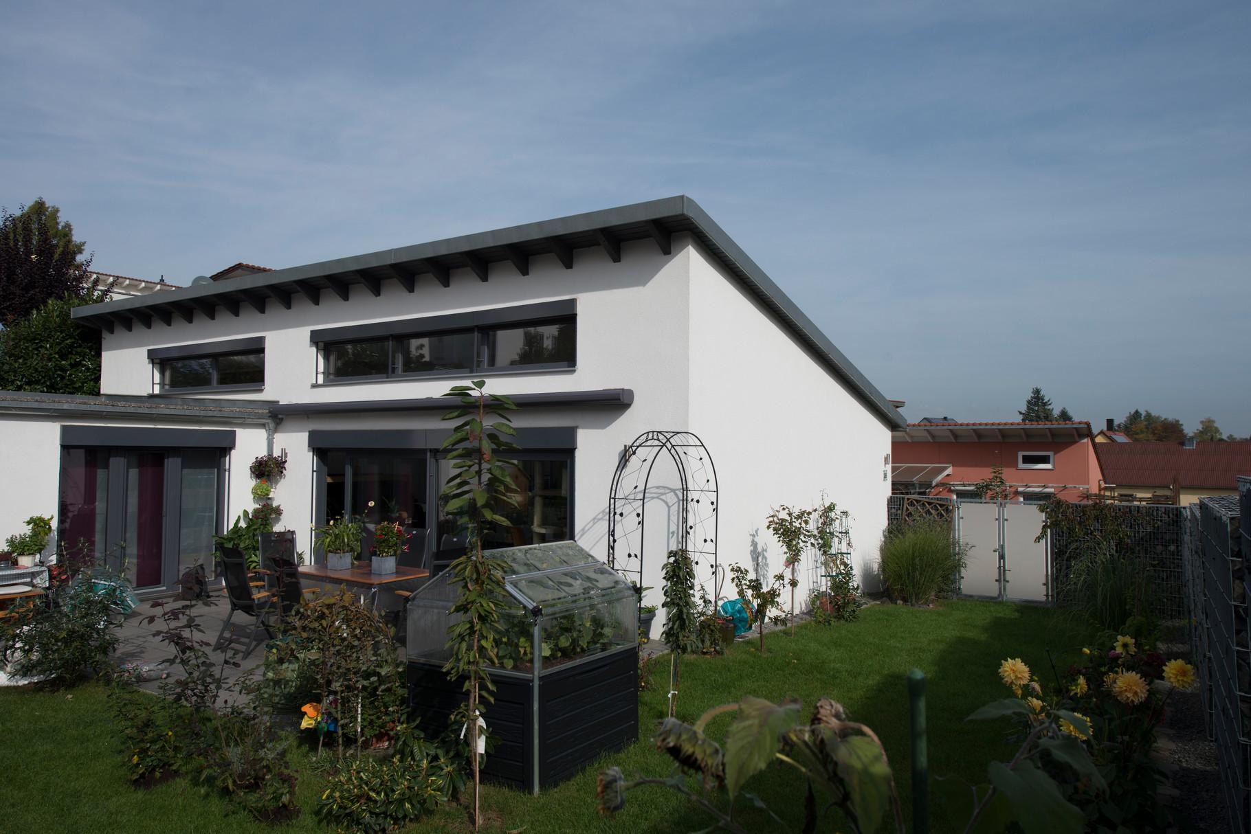 im atriumgarten hat man sein eigenes st ck welt wenisch gmbh leben bauen wohnen. Black Bedroom Furniture Sets. Home Design Ideas