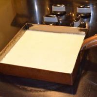 ☆の調味料を炊飯釜に入れ、②の米を入れます。