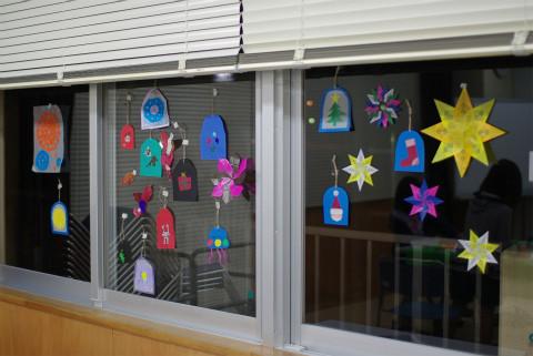 いろいろできたね!昼の窓に貼ったりつるしたりして楽しんでね。