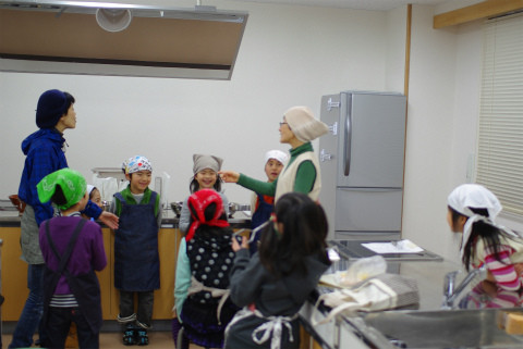 こちらが、いどっ子のご近所さん、みそ造りの先生、由美子さんです。