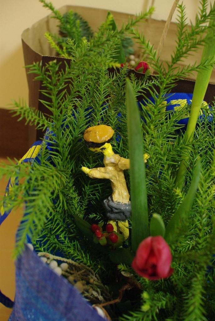 Sちゃん作のNiccoさんが隠れてます♪ まるで森で踊っているみたい。 来月はまた、Niccoさんに教わって、まずは「マイ割り箸ペン」をつくるよ~~~!!お楽しみに!!