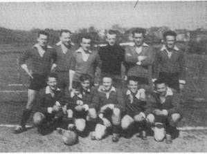 Photo prise à Oppagne à l'issue du championnat victorieux en avril 58.