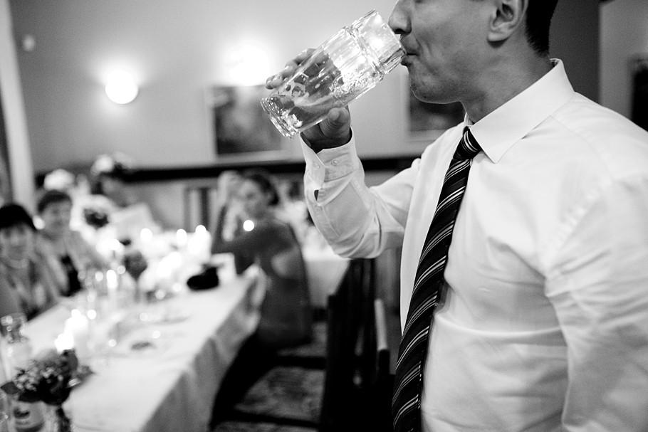 Martin Schneider Fotografie Görlitz Hochzeitsreportage Bier trinken