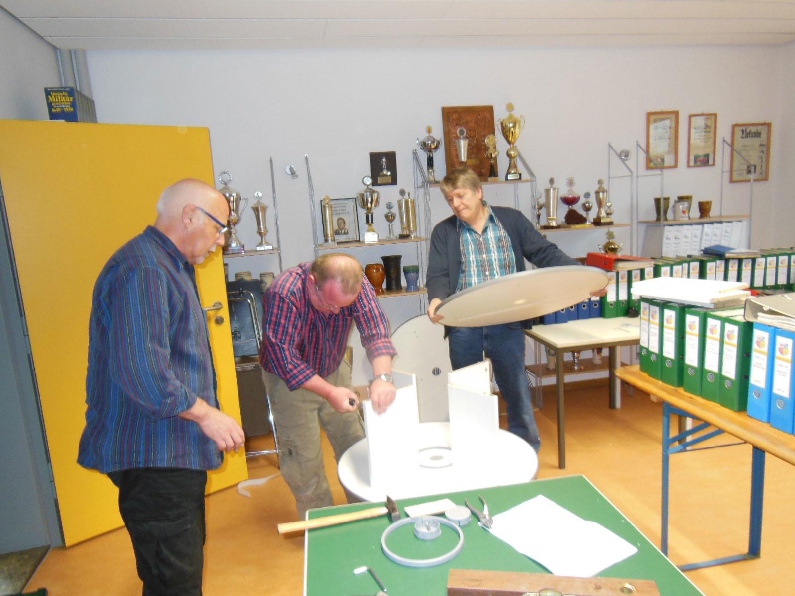 """die """"Rondelliers"""" Walter, Dieter und Stefan v.l.n.r. (Bauaufsicht Peter ist im Hintergrund..."""