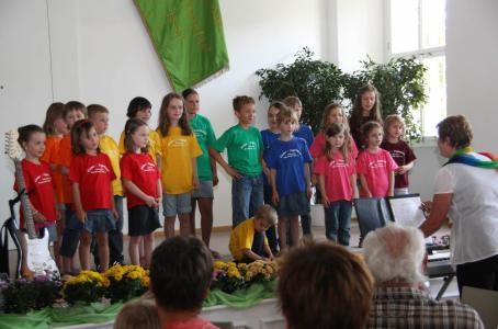 Kinderchor - 1.Auftritt  beim Kaffeekonzert 140713