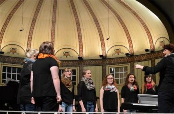 Jugendchor Chorisma Hausen - Leitung: Antje Kopp