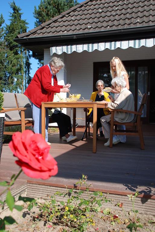 Mittagessen bei schönstem Sonnenschein