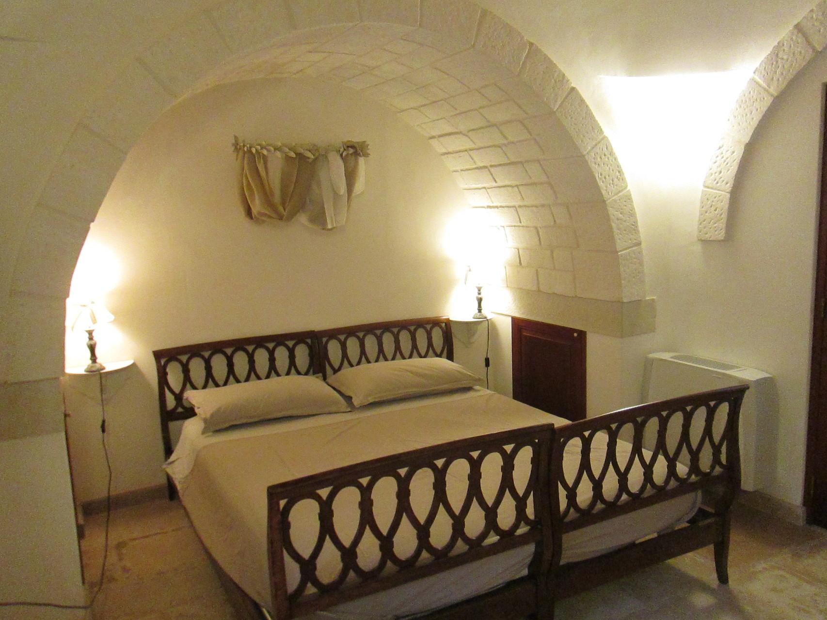 Trullo Ulivo - Camera matrimoniale con alcova