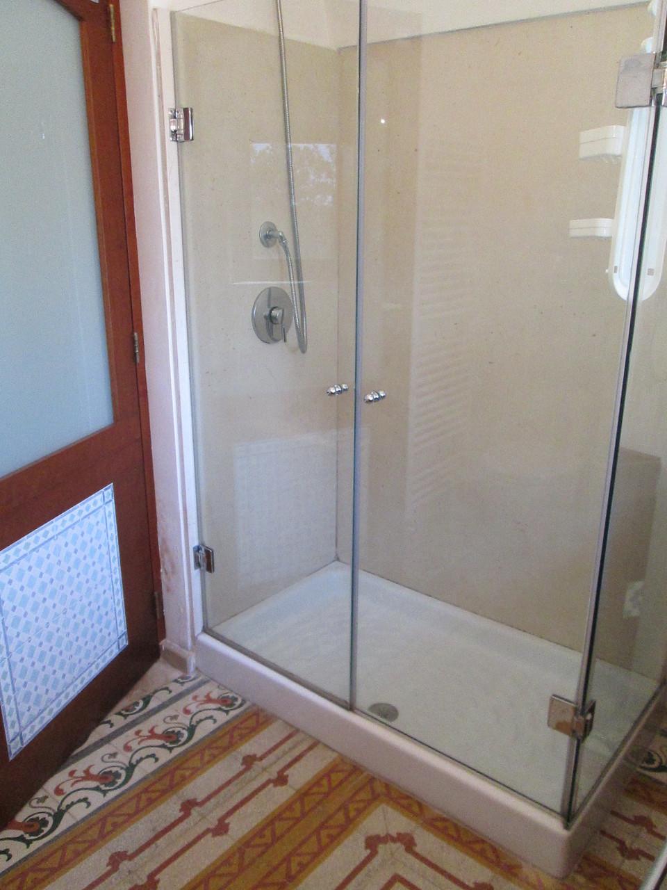 Trullo Ulivo - Comoda doccia nella sala da bagno