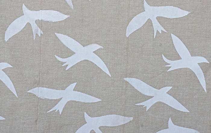 weiße Vögel auf Leinen - Siebdruck mit Papierschablone  (develloppa)