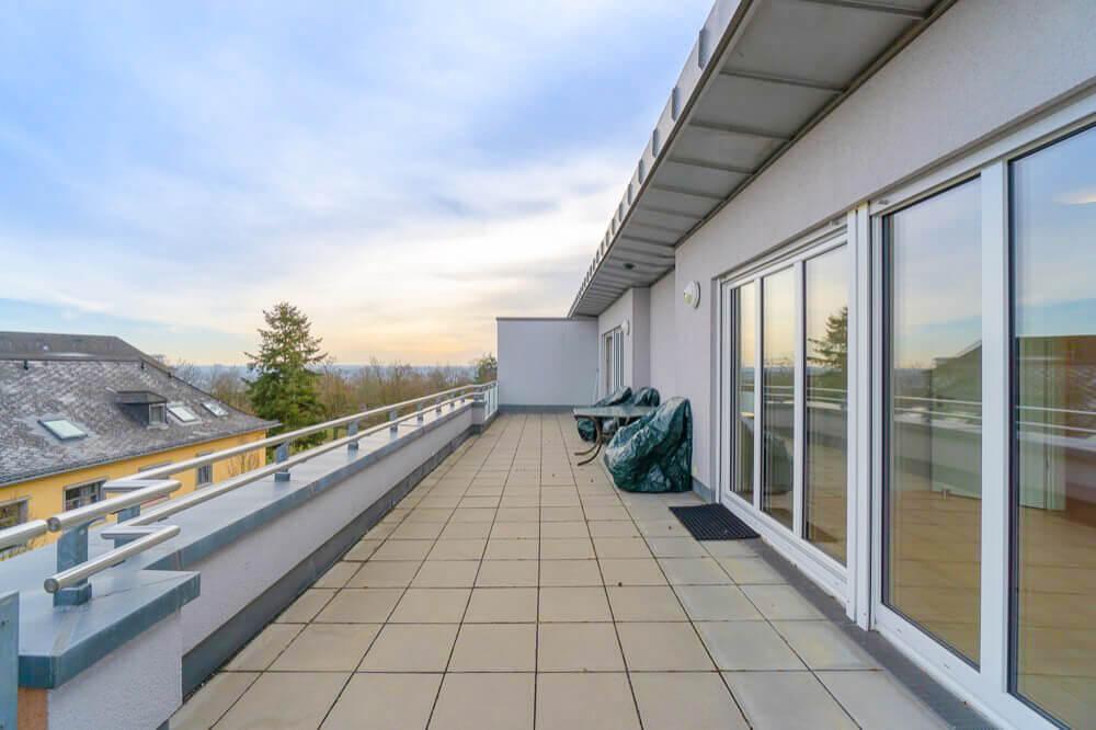 Terrasse mit Blick Richtung Mainz