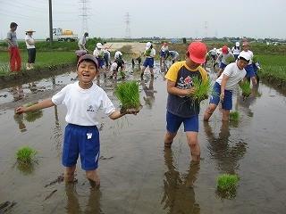 子供は泥んこが大好き!