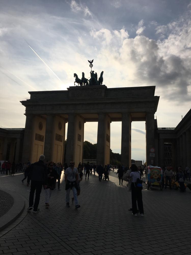 後光さすブランデンブルグ門