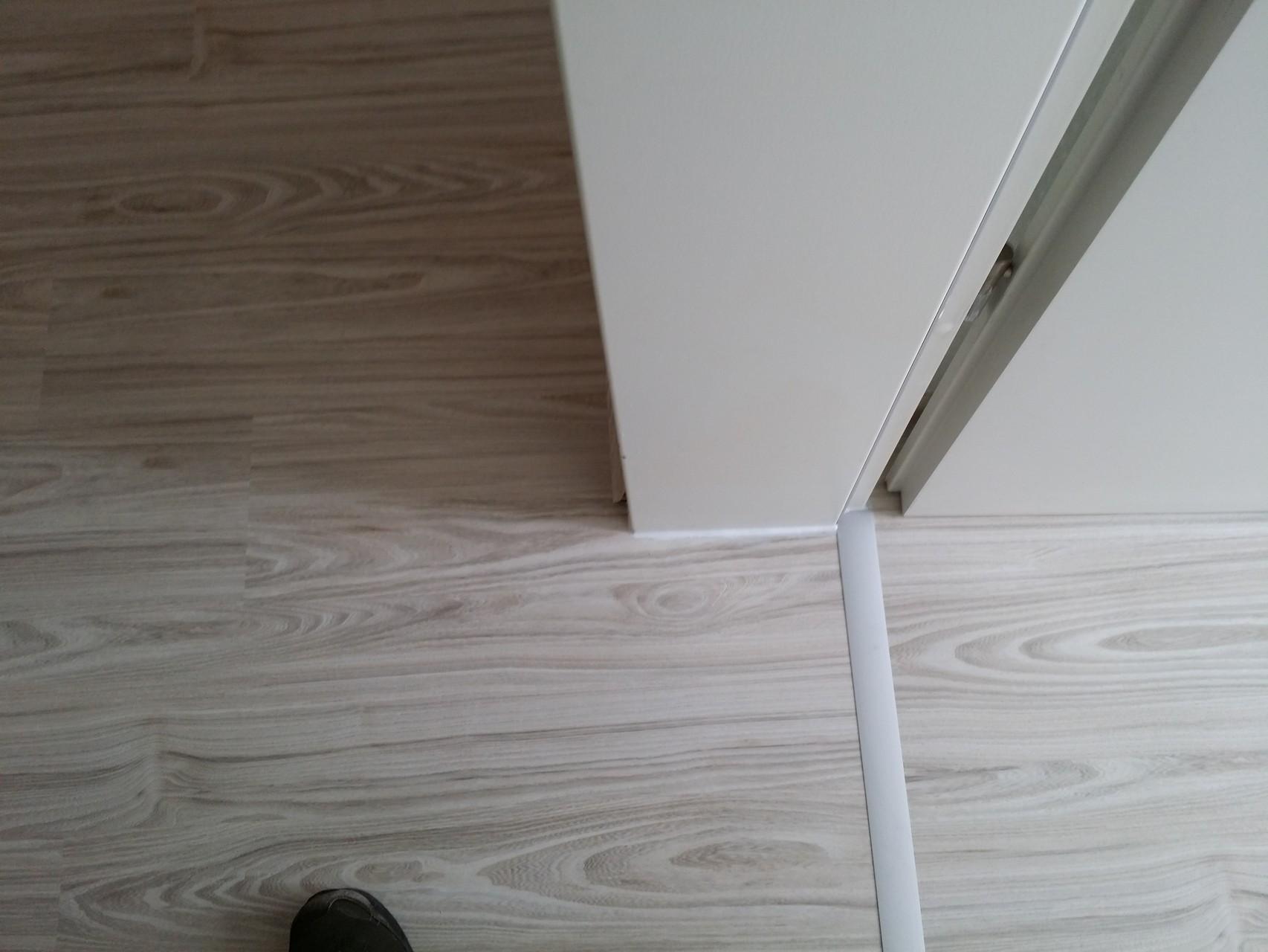 laminat ohne sockelleiste verlegen wohn design. Black Bedroom Furniture Sets. Home Design Ideas
