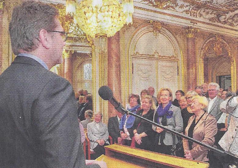 Frau Dr. Klöpperbeim Neujahrsempfang im Rathaus(zweite von rechts).