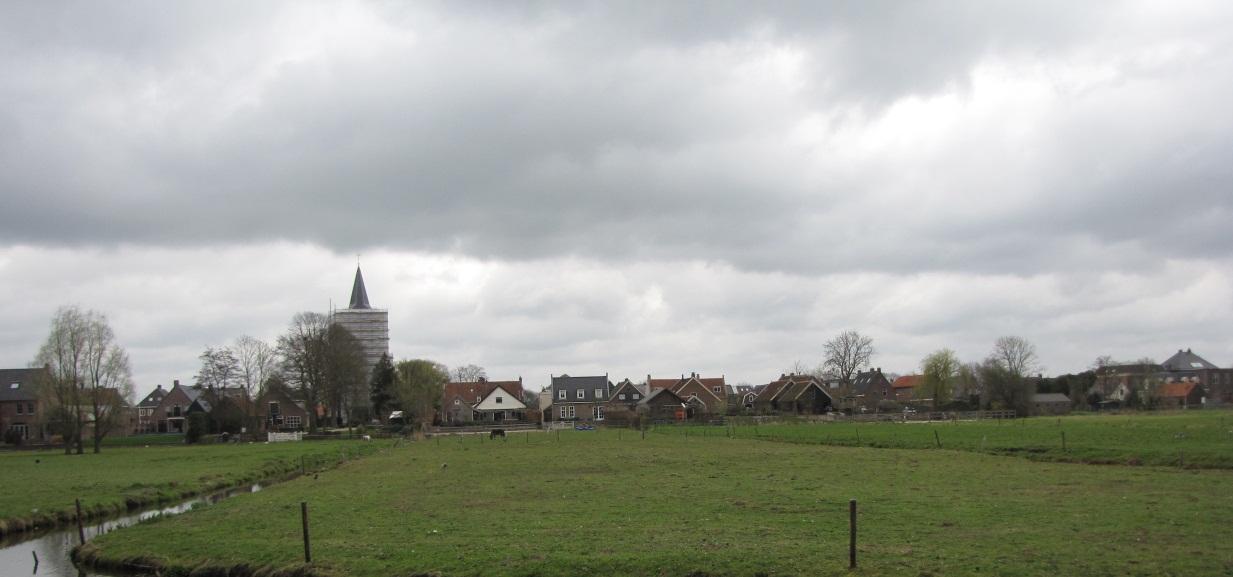Bunschoten, zicht op de Dorpsstraat over de stadsweide