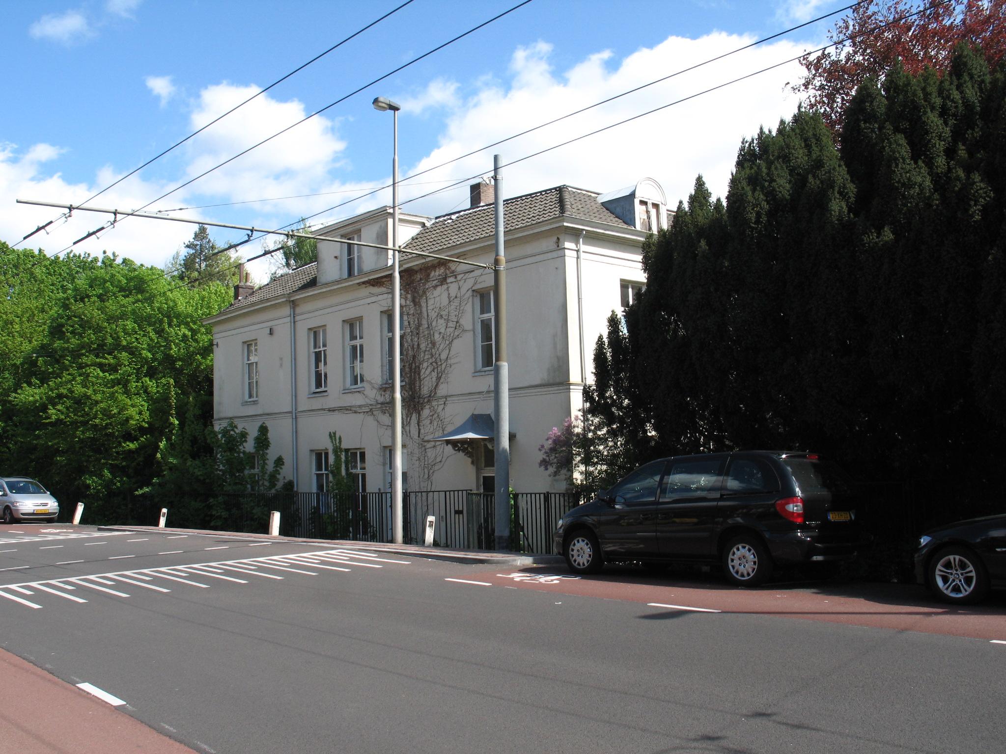 Villa Schoonheuvel, gezien vanaf de Utrechtseweg