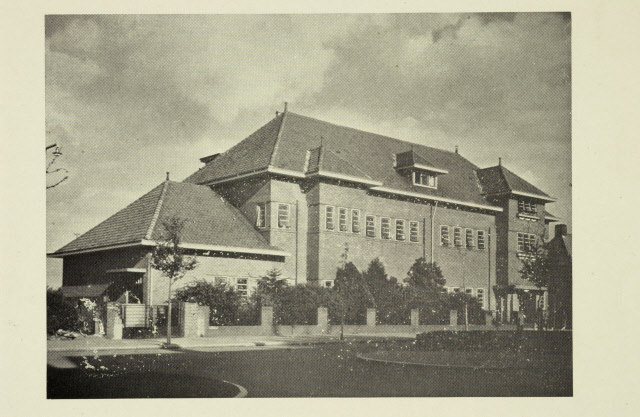 Foto uit de jaren twintig, met daarop de opzet van de Martinusschool vóór de eerste uitbreiding uit 1931.