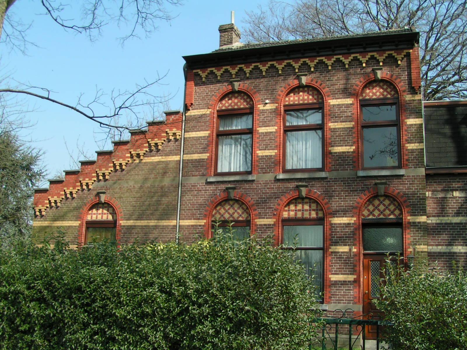 Het eerste woonhuis, gebouwd in het agrarisch lintdorp, gelegen aan de Van Akenstraat