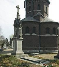 Grafmonument en Bisschoppelijke grafkapel van 1887.