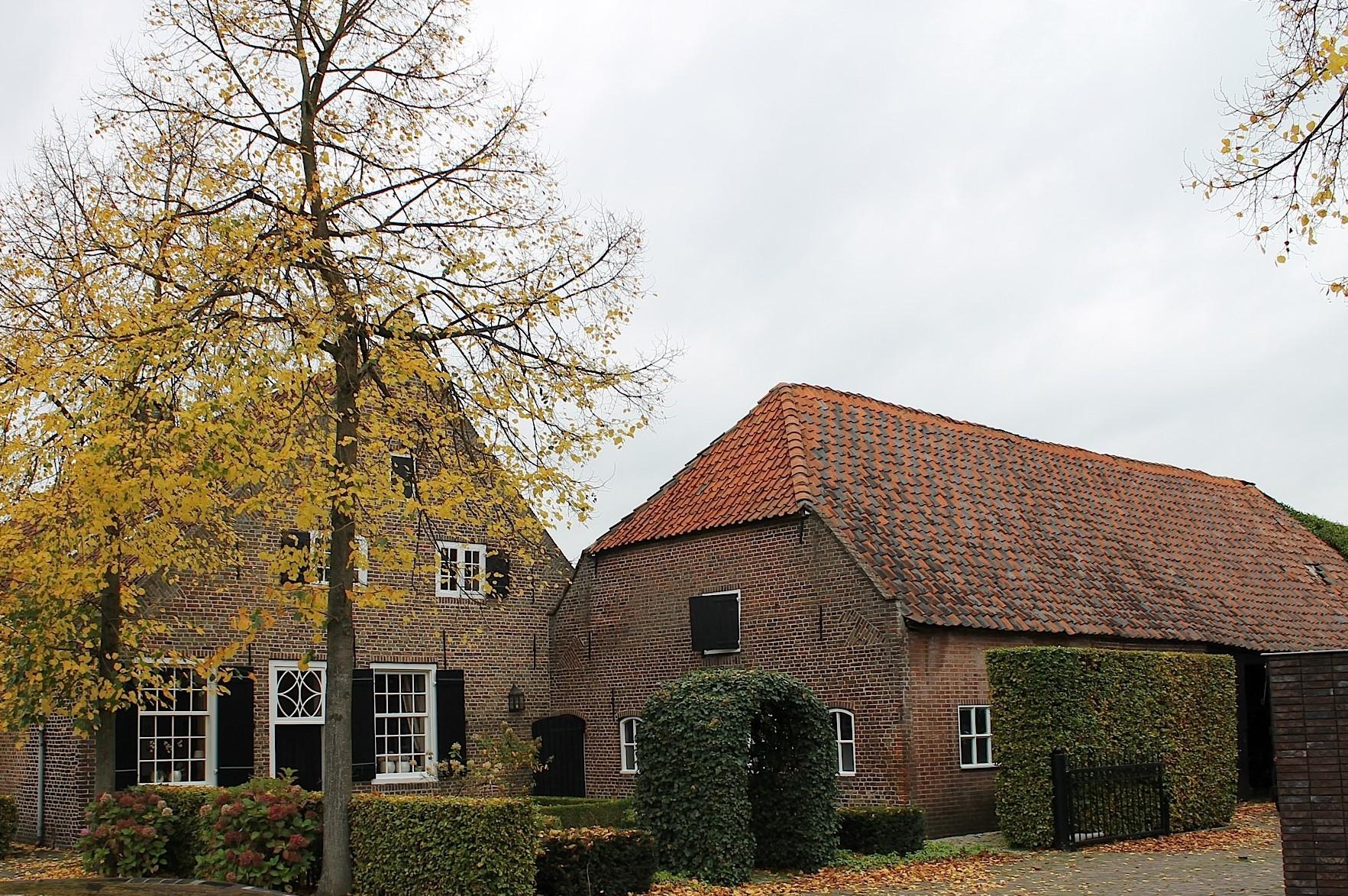 Schuur en boerderij Rijkesluisstraat 56.