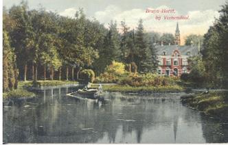 Foto uit 1912, achtergevel en grote vijver met eiland in de achtertuin.