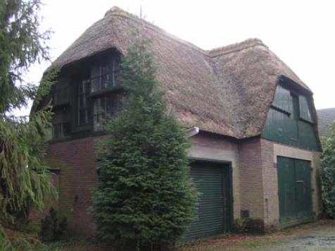 Het oorspronkelijke koetshuis, gelegen aan de Fazantlaan.