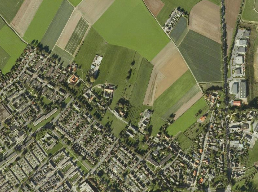 Luchtfoto van het agrarisch lintdorp Oud Caberg.