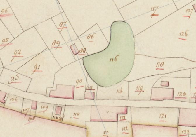 Kadastrale minuutkaart van 1811-1832. De boerderij (nr. 113) heeft al de huidige opzet. Tegenover de boerderij ligt een bij de boerderij horende kolk.