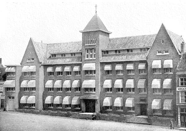 Foto van het hoofdgebouw, rond 1935