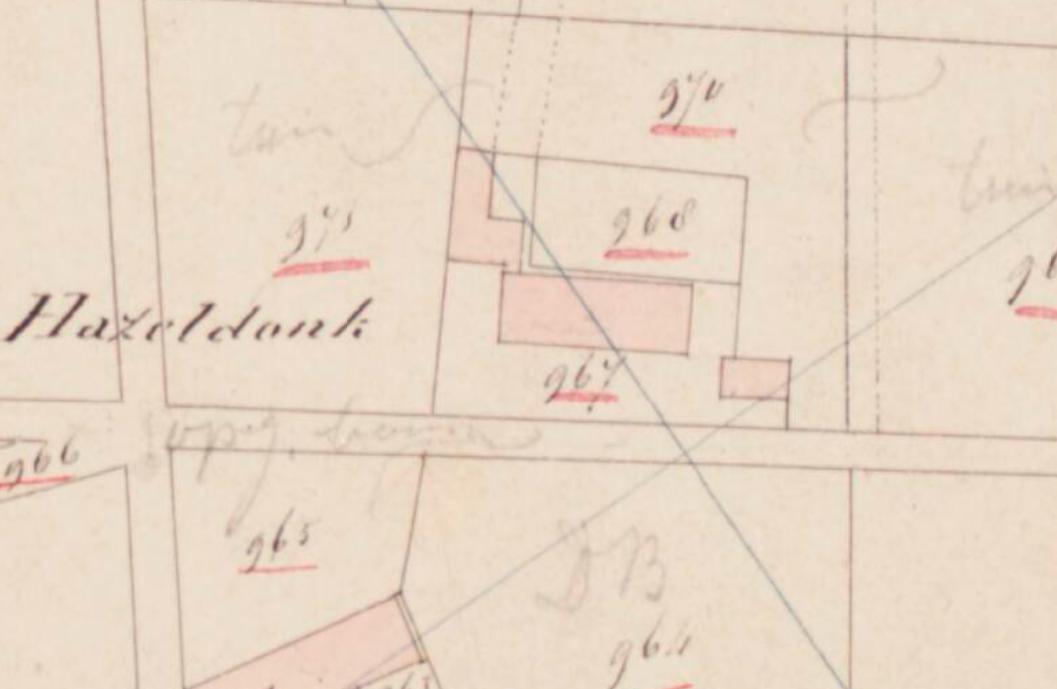 Kadastrale minuutkaart, 1811-1832. De oorspronkelijke boerderij, het grote volume, is rond 1860-1870 gesloopt.