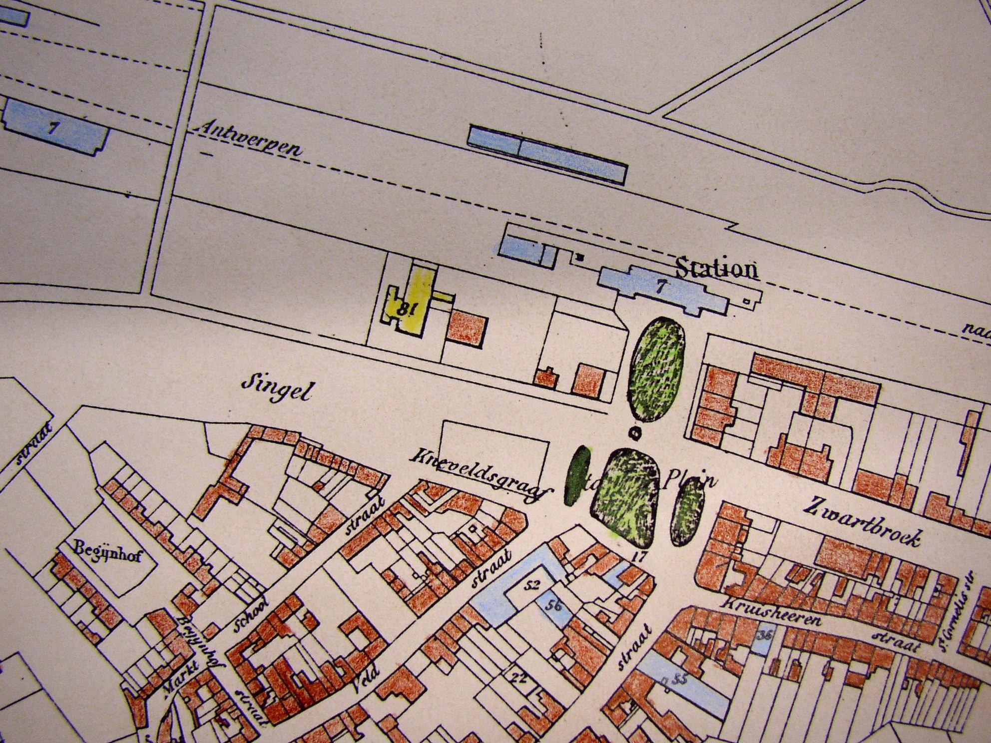 Kadastrale kaart uit 1887 met daarop het station, hotel en de groene perken aan weerszijde van de singel.