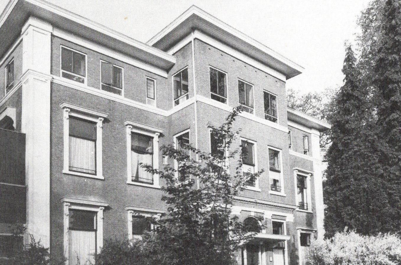 Foto uit circa 1970 waarop Stenia met de in 1952 opgetrokken tweede verdieping zichtbaar is