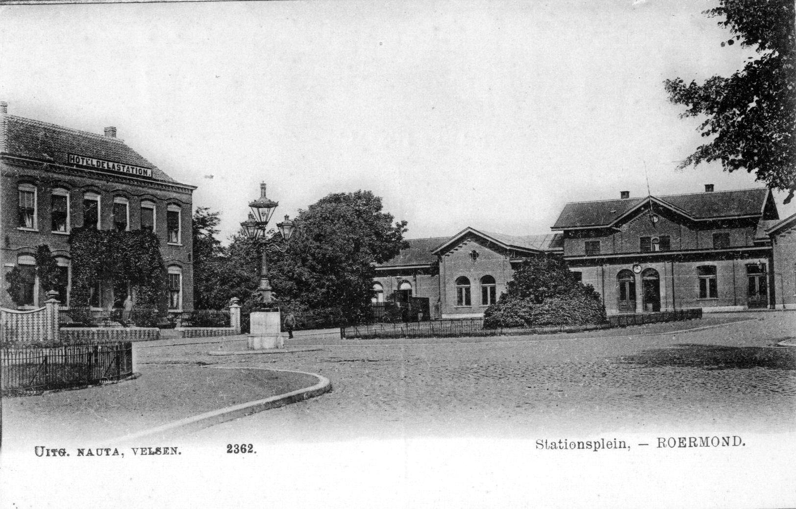 Foto van het Stationsplein uit circa 1900.
